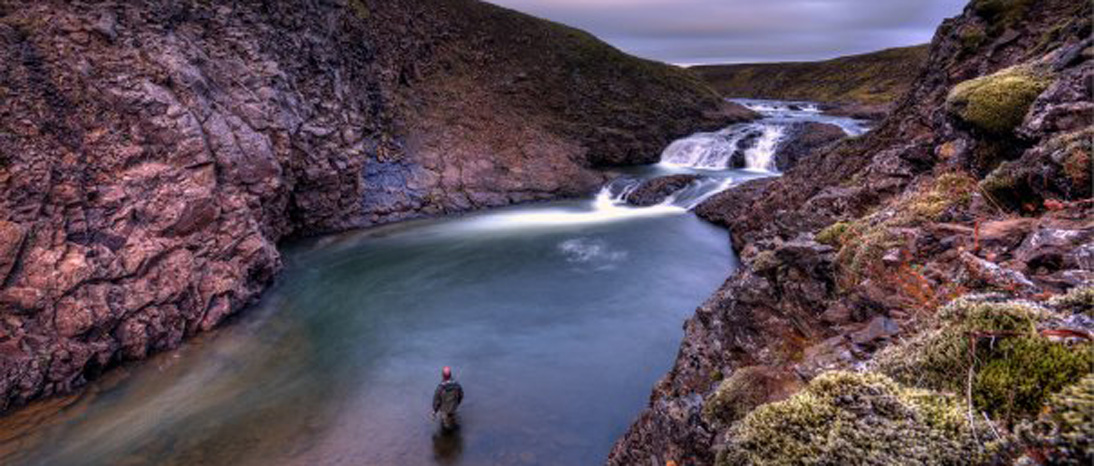 Pesca de salmón en el Río Midfjardará. Islandia